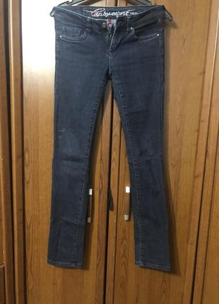 Темные джинсы esprit