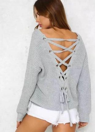 Тёплый свитер с шнуровкой  на спинке