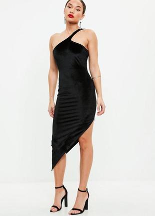 Ассиметричное бархатное платье