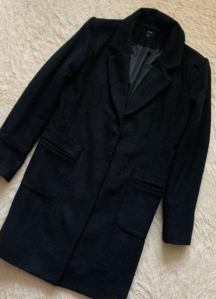 Чёрное демисезонное пальто прямого кроя