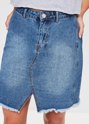 Стильная джинсовая юбка с котнрастными карманами1 фото