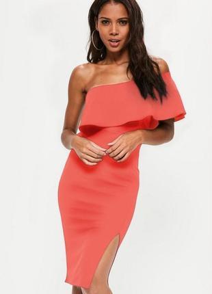 Яркое кораловое миди платье с воланом