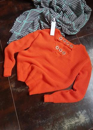 Обьемный свитер с красивой спинкой