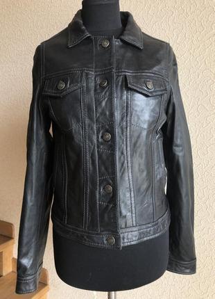 Кожаная куртка от бренда sti, черная  в идеальном состоянии.