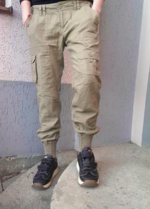 Стильні бежеві лляні штани на манжетах, з накладними кишенями, на р. s/m