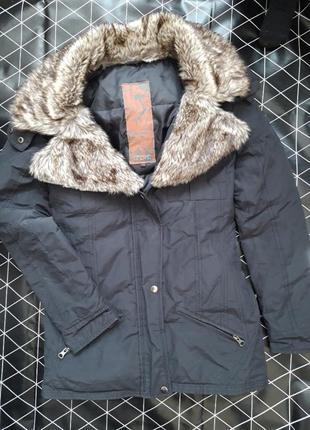 Теплая куртка с мехом s-m, пуховик