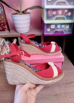 Яркие красные босоножки с плетеной подошвой plato,размер 38