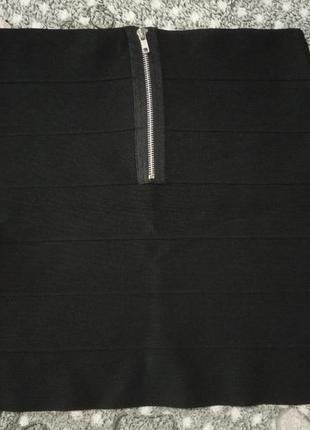Oggi маленькая чёрная юбка