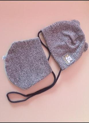 Набор для малыша шапка и слюнявчик