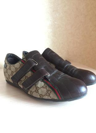 Стильные туфли на липучках
