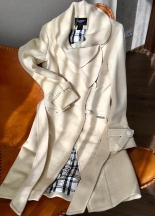 Итальянское шерстяное пальто societa цвета слоной кости