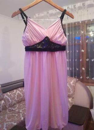 Вечернее платье цвета пудры