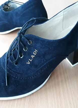 Элегантные темно-синие замшевые туфли на шнуровке vladi
