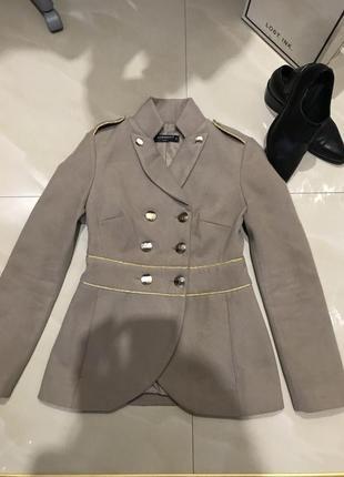 Стильное, легкое пальто rinascimento италия, размер с/m