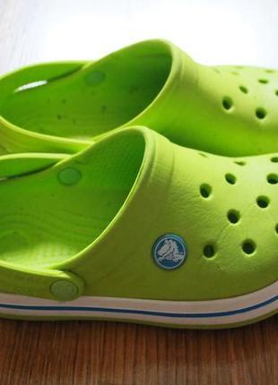 Изумительные яркие салатовые детски летние сандалии crocs