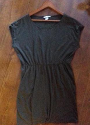 Трикотажное платье с карманами свободного кроя