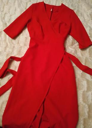 Яркое платье)))