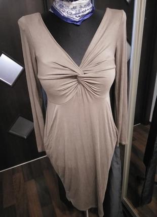 Трикотажное платье с карманами приталенное
