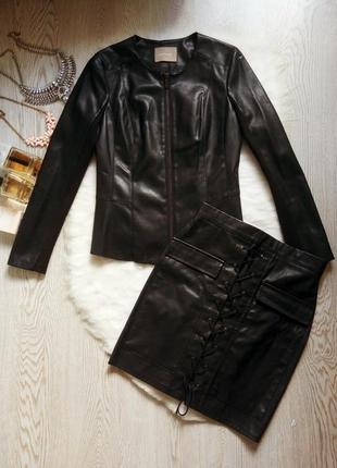 Черный кожаный пиджак на молнии без воротника трикотажными вставками куртка баска короткая
