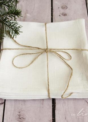 Салфетка белого цвета. лен 100%. декорирование стола