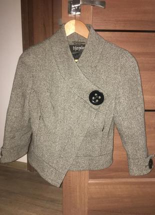 Короткое укорочённое пальто
