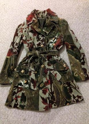 Пальто з трендового вельвету