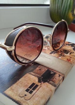 Круглые очки с шорами