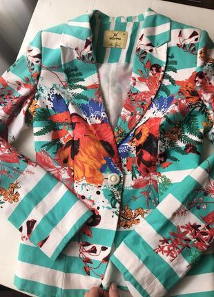 Пиджак с цветным принтом
