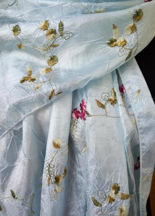 Нежно голубой шарф палантин с вышивкой4 фото