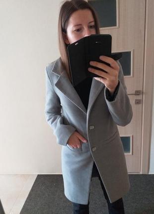 Стильное шерстяное пепельное пальто шерсть ангора пепельного цвета