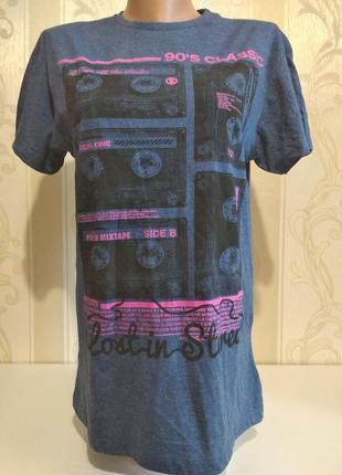 Молодежная футболка с принтом.