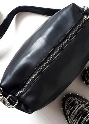 Черная лаконичная сумка cross body вместительная небольшая сумка косметичка через плечо