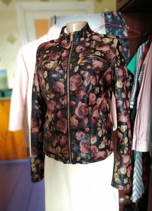 Куртка з квітковим принтом!
