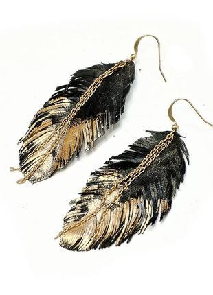 Essence cult серьги перья из натуральной кожи позолоченные