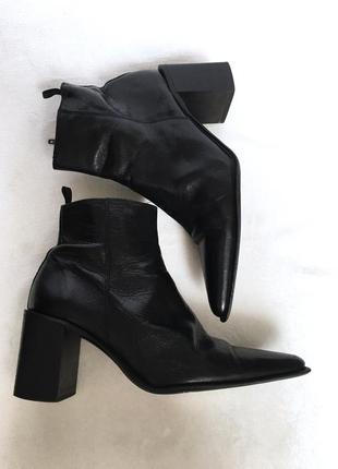 Итальянские кожаные ботинки/ботильоны челси с острым носом venturini, деми , казаки