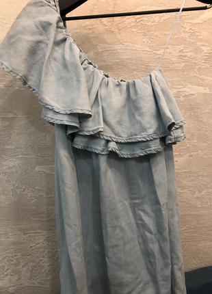 Классное платье с воланами на одно плечо сарафан под джинс