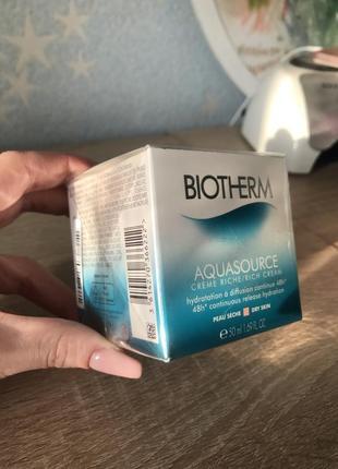 Новый в слюде. интенсивный увлажняющий крем для сухой кожи biotherm aquasource