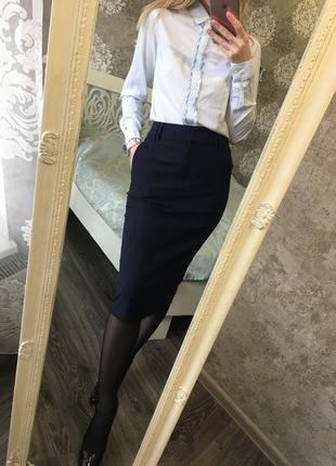Классическая темно-синяя юбка миди
