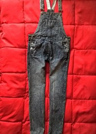 Качественный,стильный,бойфренд джинсовый комбинезон