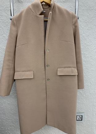 Женское пальто пудрового цвета