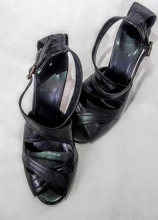 Кожаные босоножки на шпильке 36 р туфли