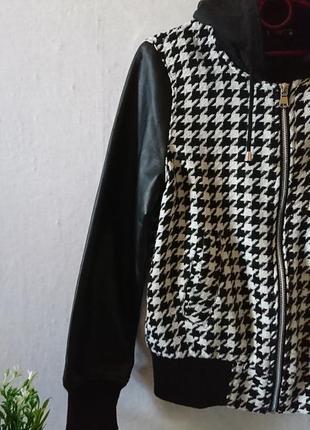 Крутой бомбер со сьемным капюшоном и кожаными рукавами 🔸бренд fb sister