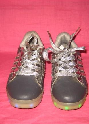 Фирменные кроссовки шалунишка с подсветкой подошвы - 33 размер