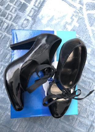 Дорогие брендовые туфли кожа лаковая
