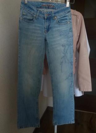 Джинсы с вышивкой 140 см распродажа!