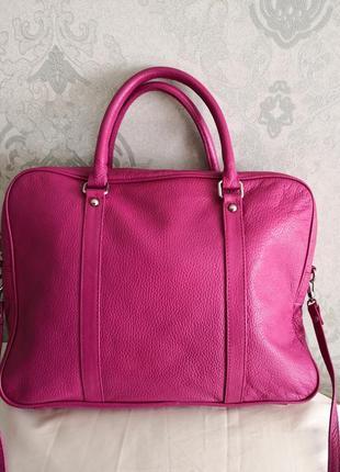 Красивая кожаная летняя сумка.