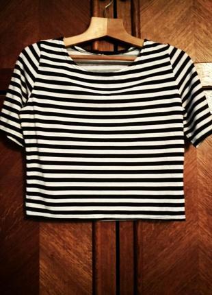 Укороченная футболка. рукав свободный