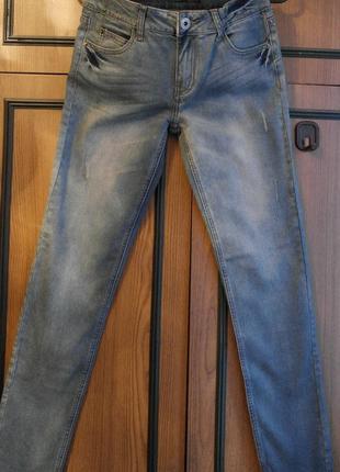 Голубые джинсы savage 98% хлопок, 2% спандекс