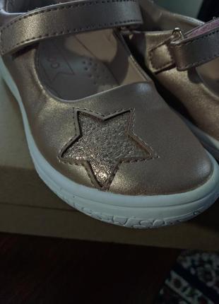 Классные, стильные, весенние туфли для девочки.