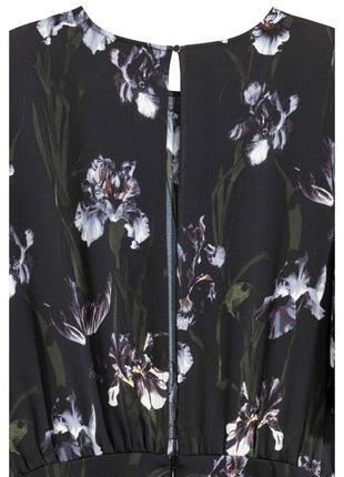 Женственный комбинезон в ирисах h&m черный комбез брюками с цветочным принтом ирисы3 фото